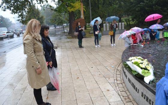 Dječija nedjelja: Sjećanje na ubijenu djecu Sarajeva i tragično stradale bebe iz Doma za djecu bez roditeljskog staranja