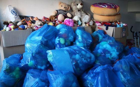 Izbor urednika Navijači Željezničara prikupili preko 3.500 igračaka za djecu u Bjelavama i Mjedenici