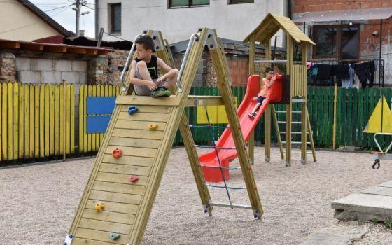 Mališani iz Doma na Bjelavama se ponovo igraju na obnovljenom ciciban igralištu